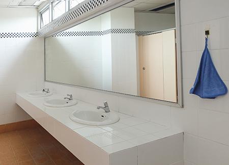 institutional bathroom sinks